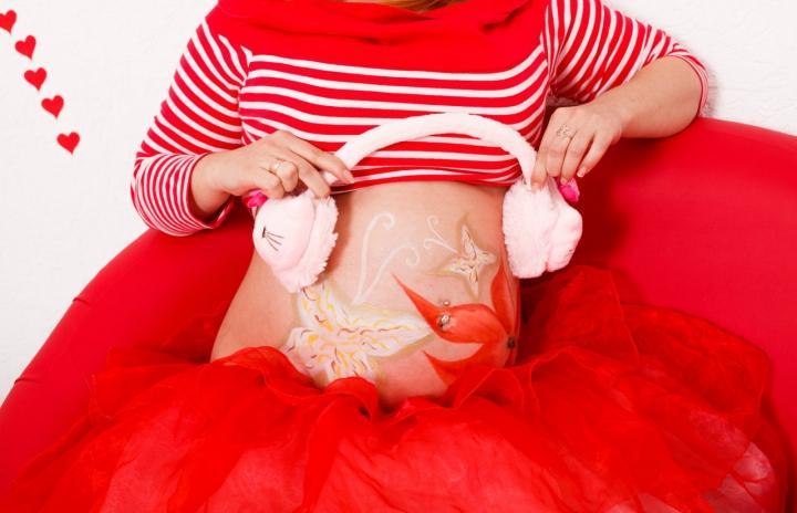 Рисунки на животе беременных